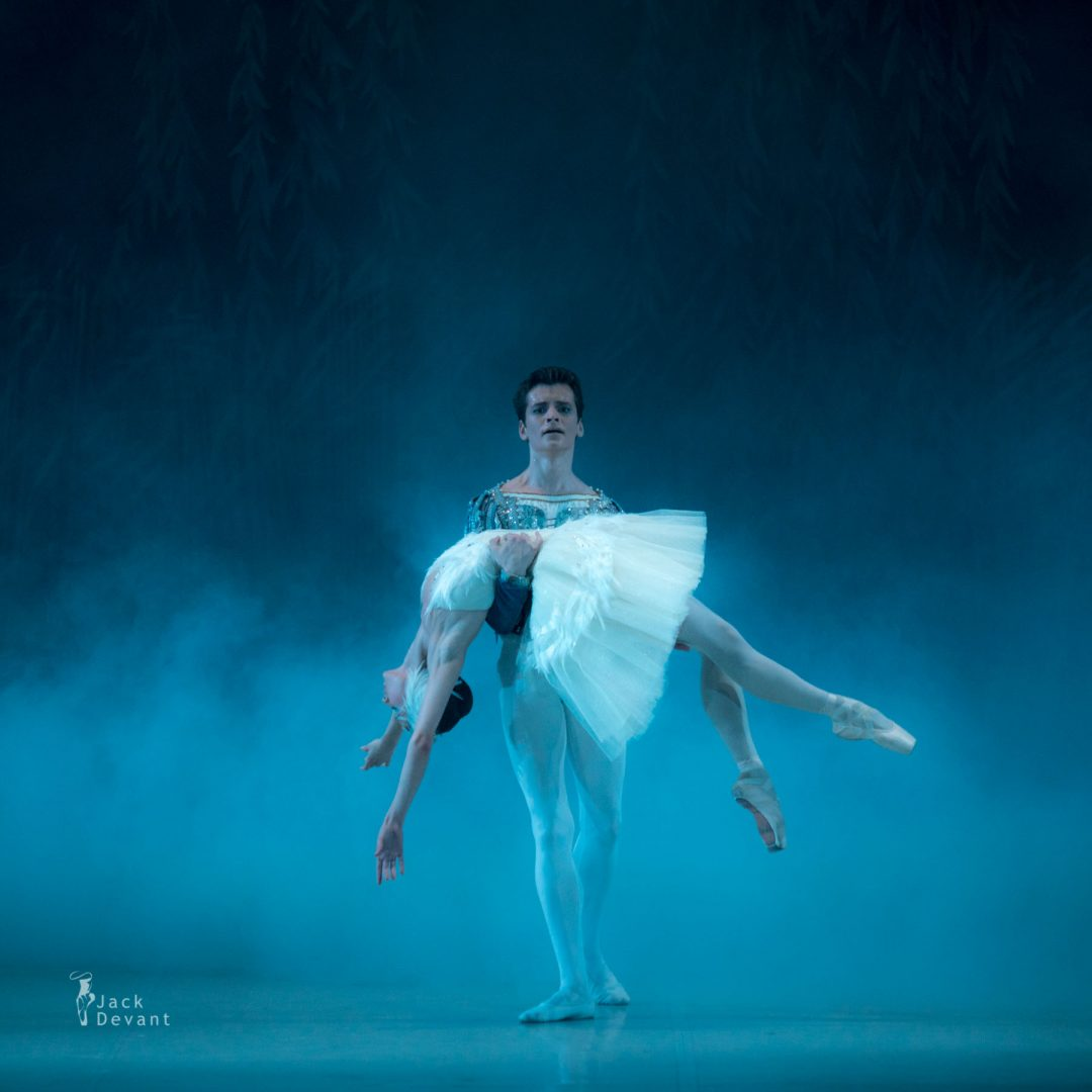 Polina Buldakova (Полина Булдакова) as dead and Odette Oleg Kulikov as Prince in act III