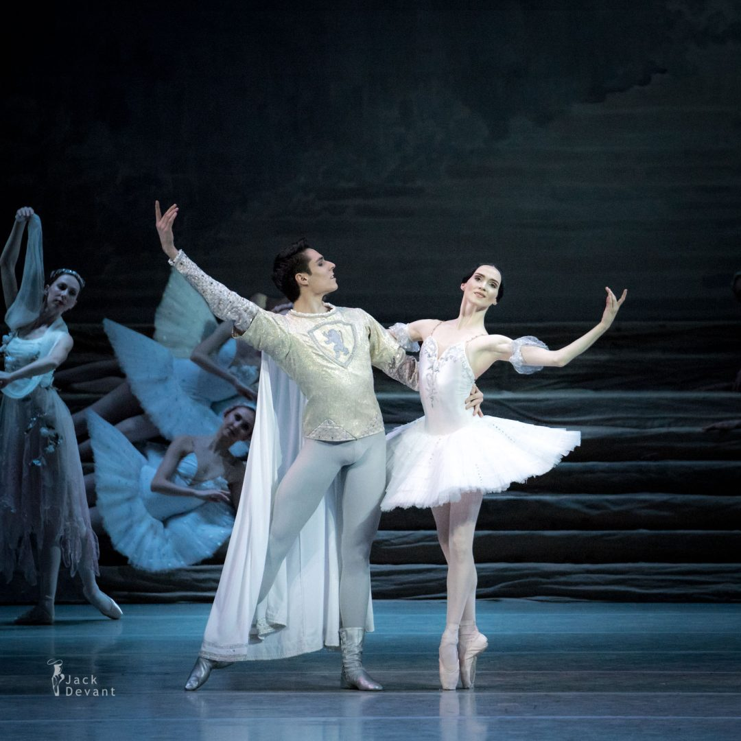 Olesya Novikova and Timur Askerov in Raymonda dream duet