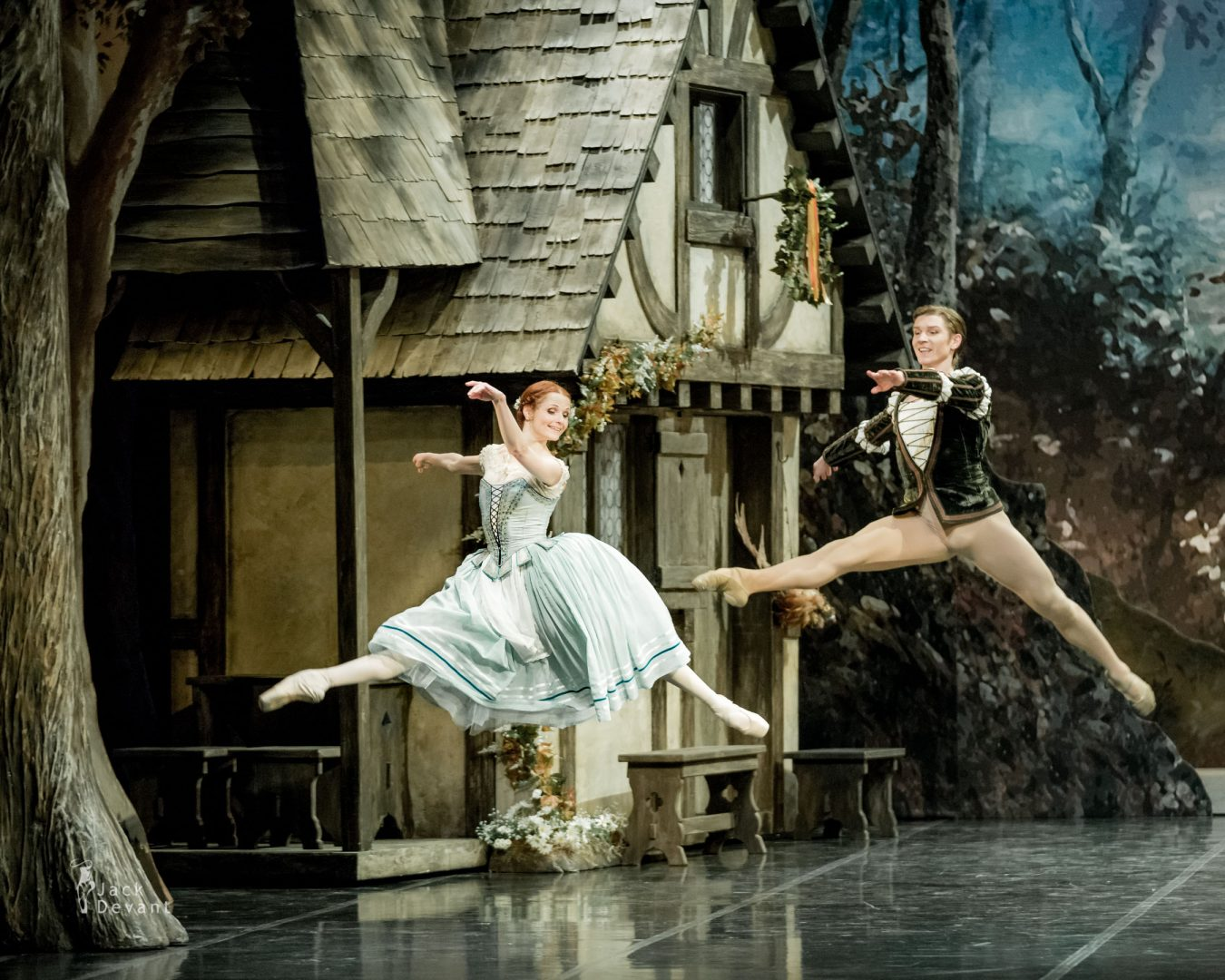 Alena Shkatula, Denis Klimuk dance in Giselle, Act 1