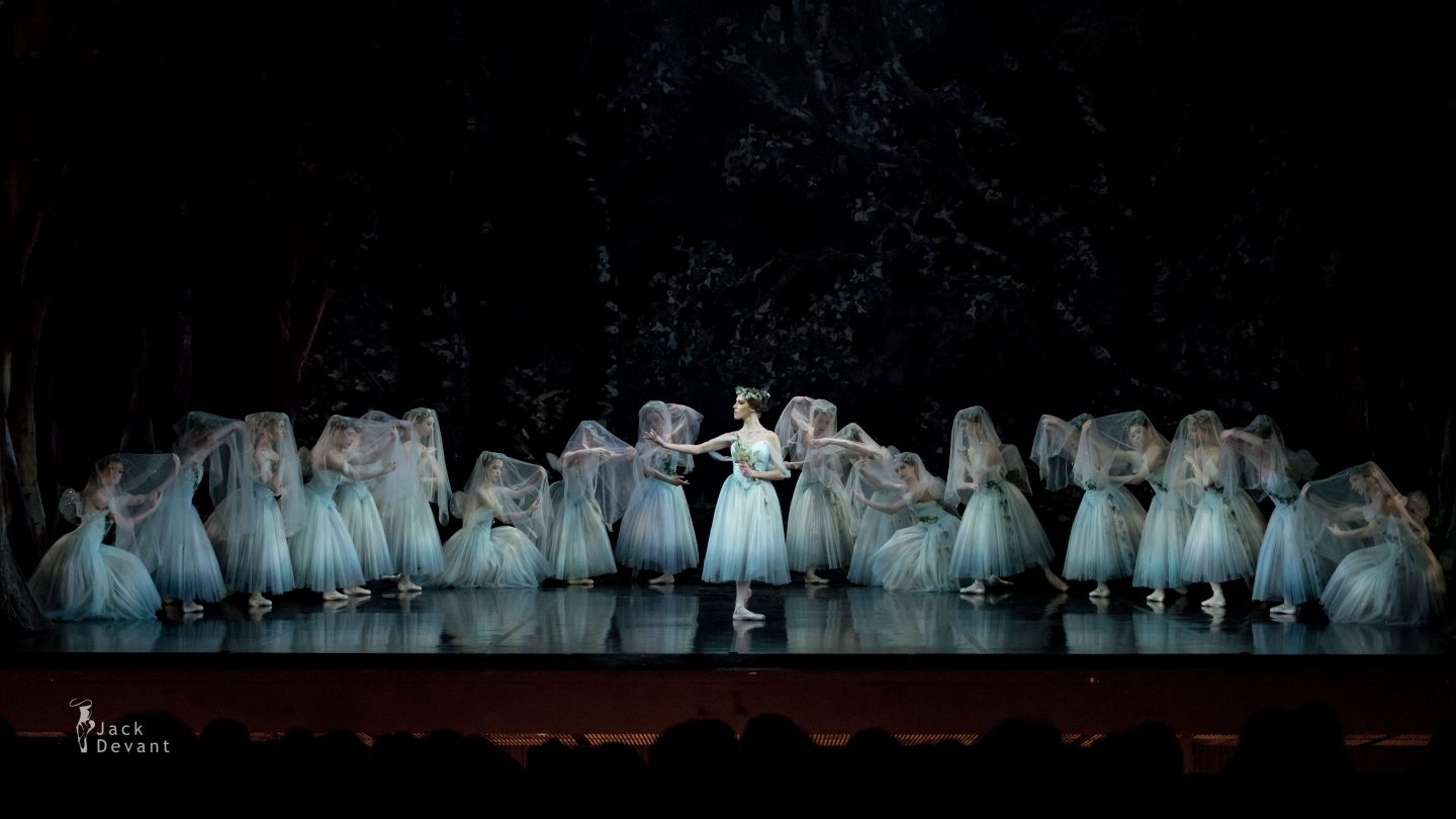 Elisabetta Formento as Myrtha and corps de ballet Giselle Act 2