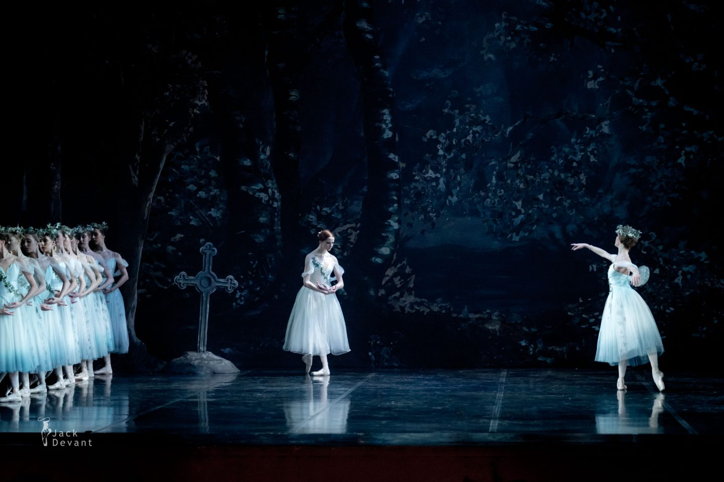 Elisabetta Formento as Myrtha and Alena Shkatula in Giselle Act 2