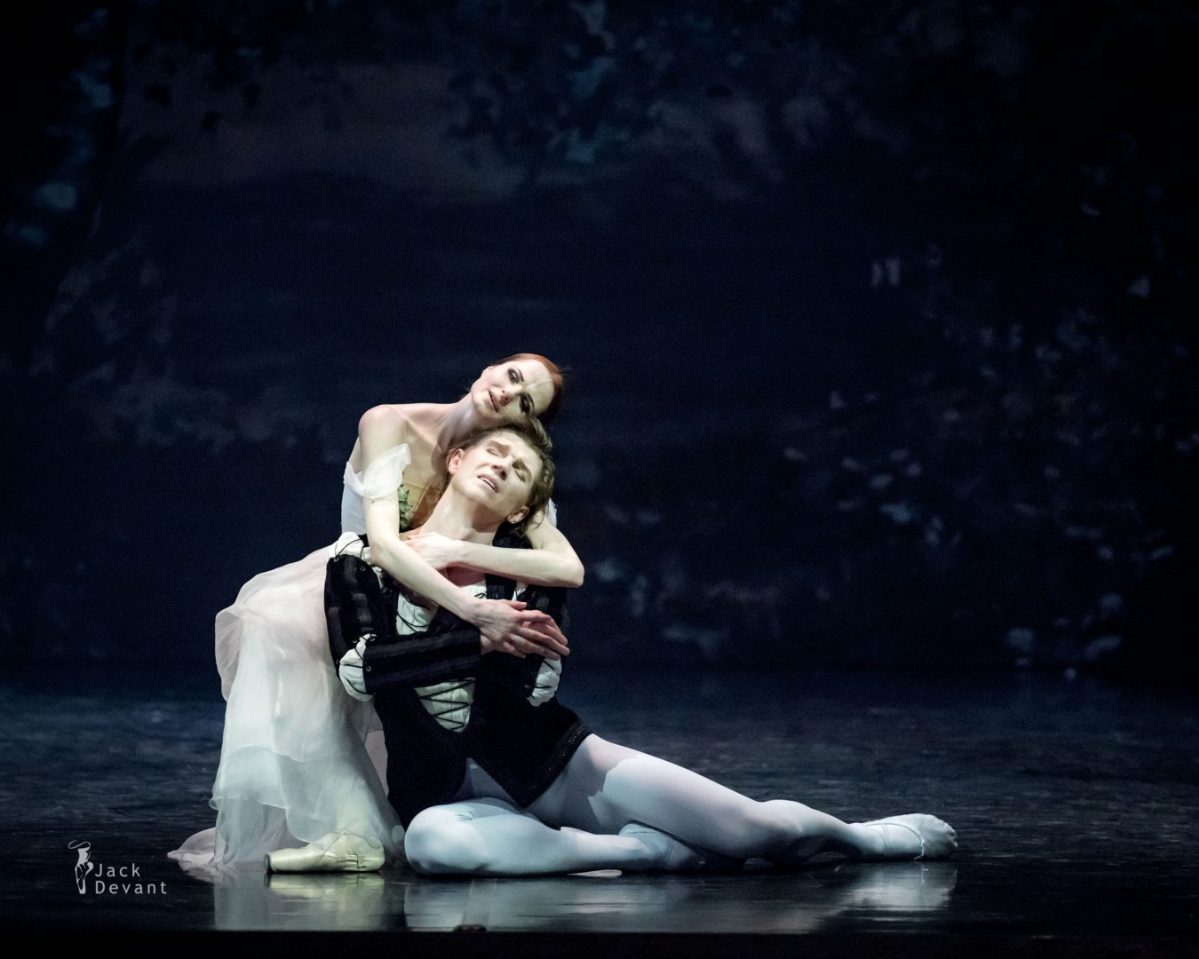 Alena Shkatula as Giselle and Denis Klimuk as Albrecht in Giselle Act 2 sunrise
