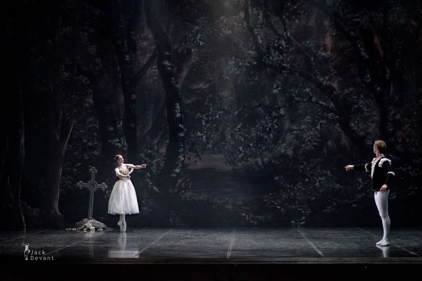 Alena Shkatula as Giselle and Denis Klimuk as Albrecht in Giselle Act 2 returning to grave