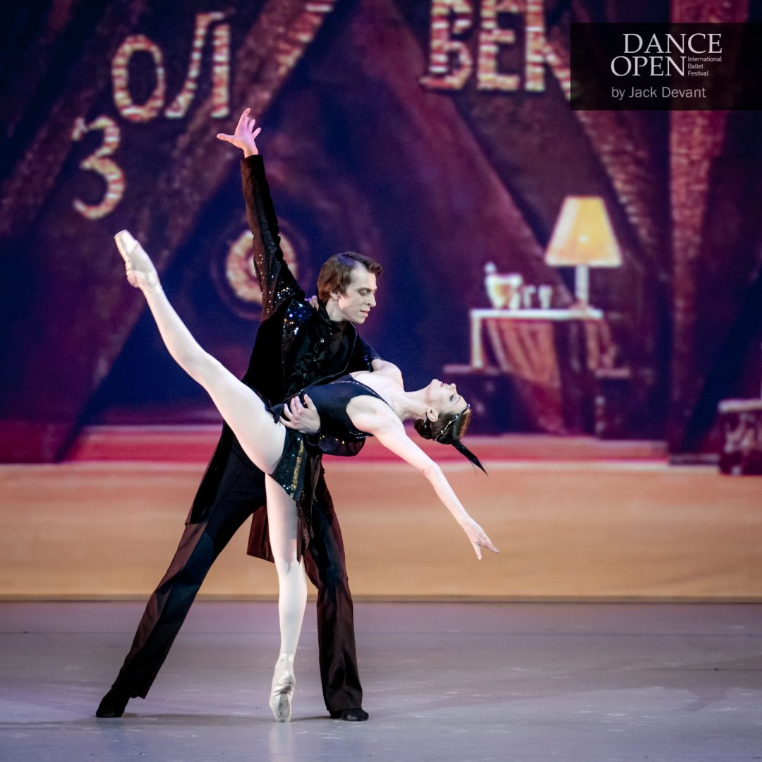 Nina Kaptsova and Denis Savin in The Golden Age