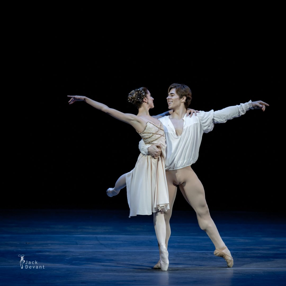 Benois de la Danse 2017 – Maria Riccetto and Gustavo Carvalho (Uruguay National Ballet) in Romeo and Juliet