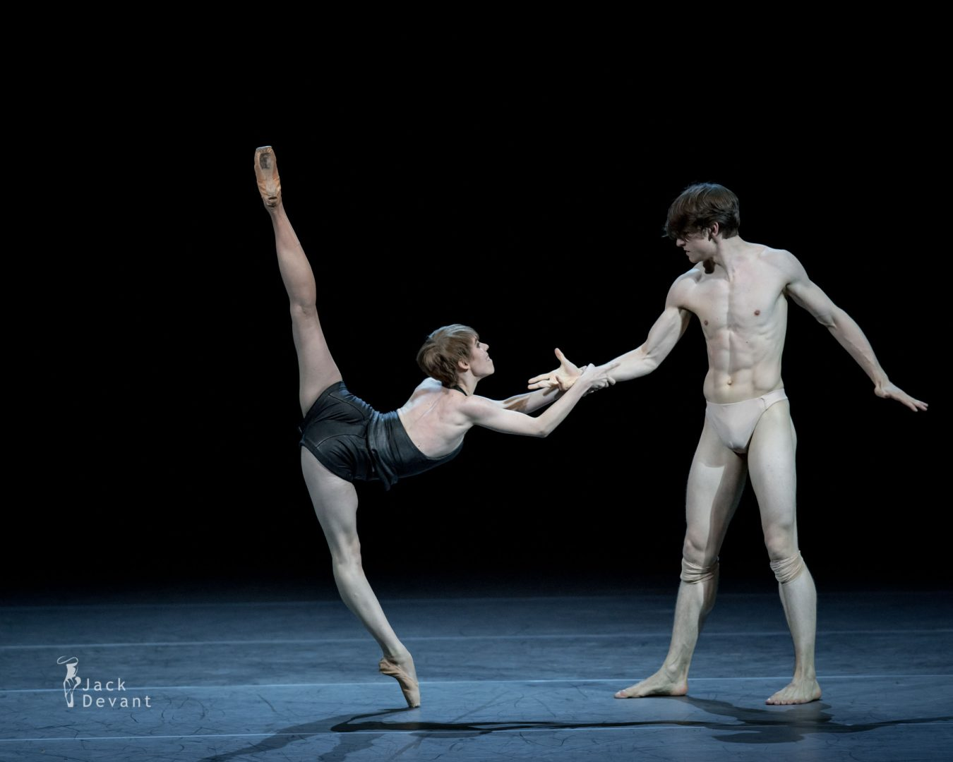 Elisa Badenes and David Moore in Salomé 10