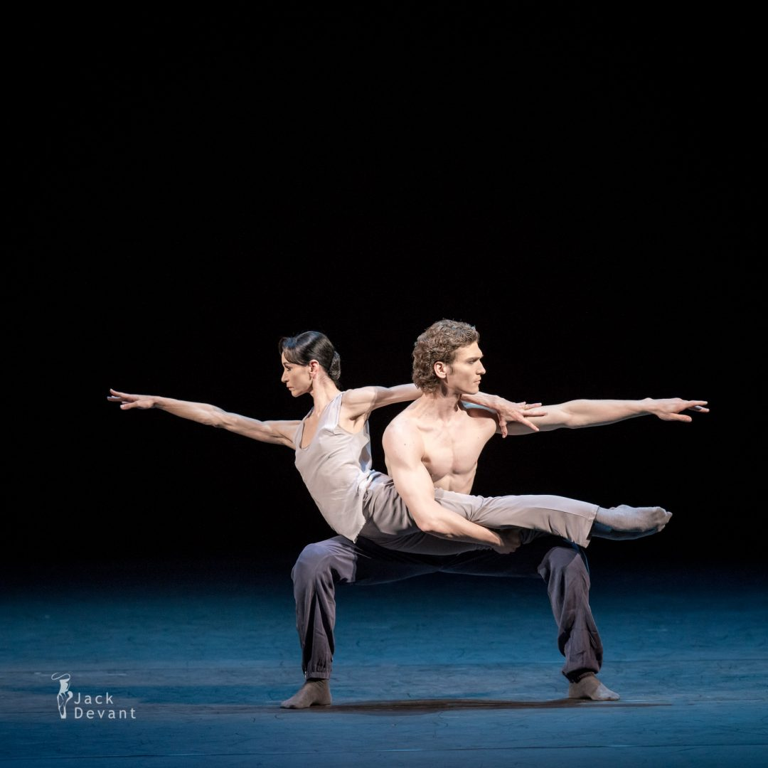 Lucia Lacarra and Marlon Dino (Dortmund Ballet) in Spiral Twist, music by Max Richter, choreography by Russell Maliphant