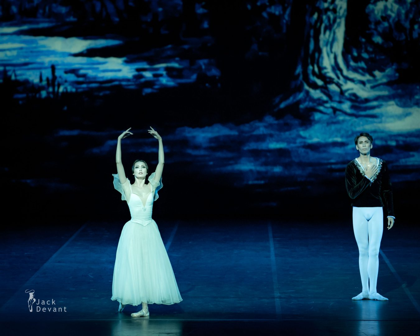 Aigerim Beketaeva and Olzhas Tarlanov in Giselle final bow