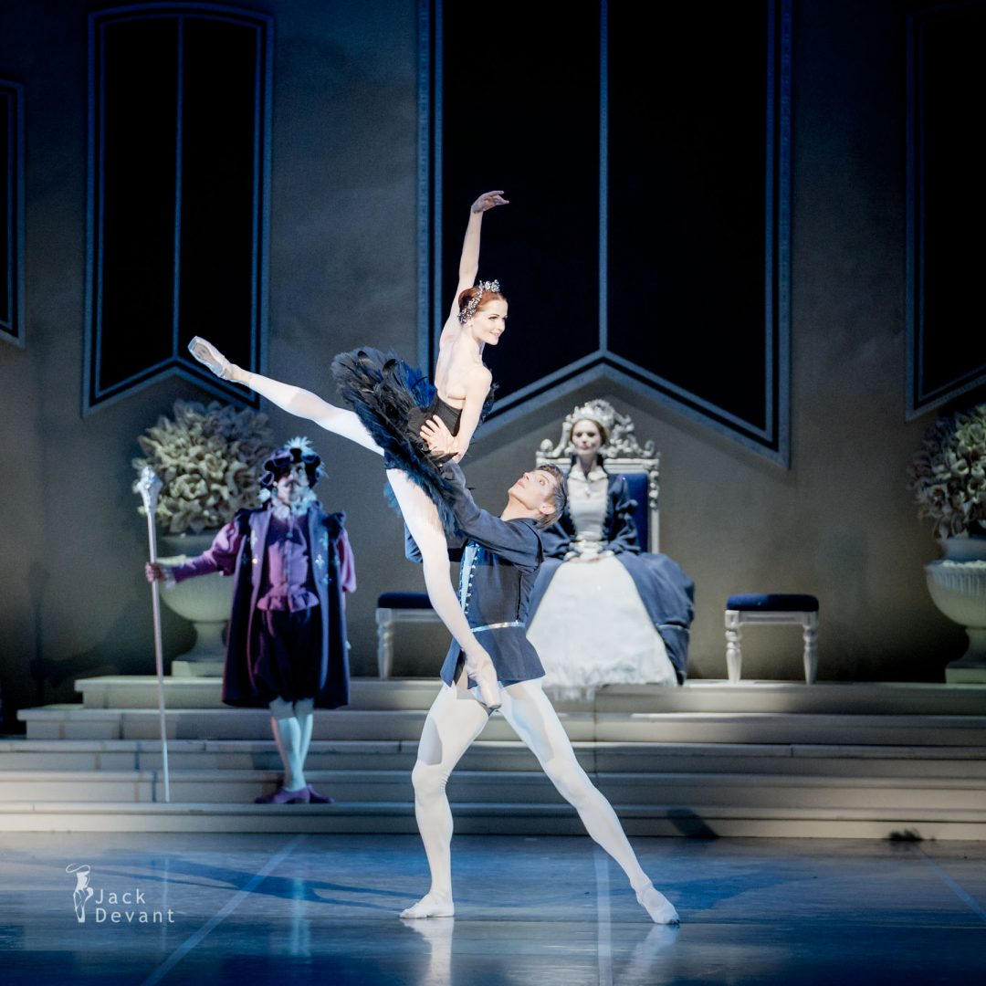Alena Shkatula as Odile and Denis Klimuk as Prince Siegfried in Swan Lake pdd