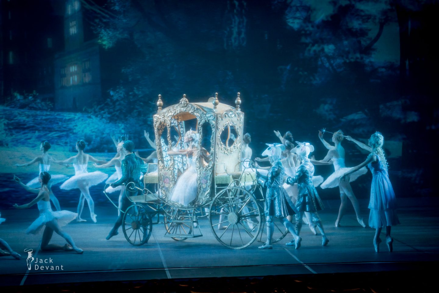 Svetlana Bednenko (Светлана Бедненко) as Fairy Angelina Vorontsova (Анжелина Воронцова) as Cinderella horse carriage