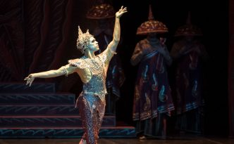 Yonah Acosta as Golden Idol, La Bayadere