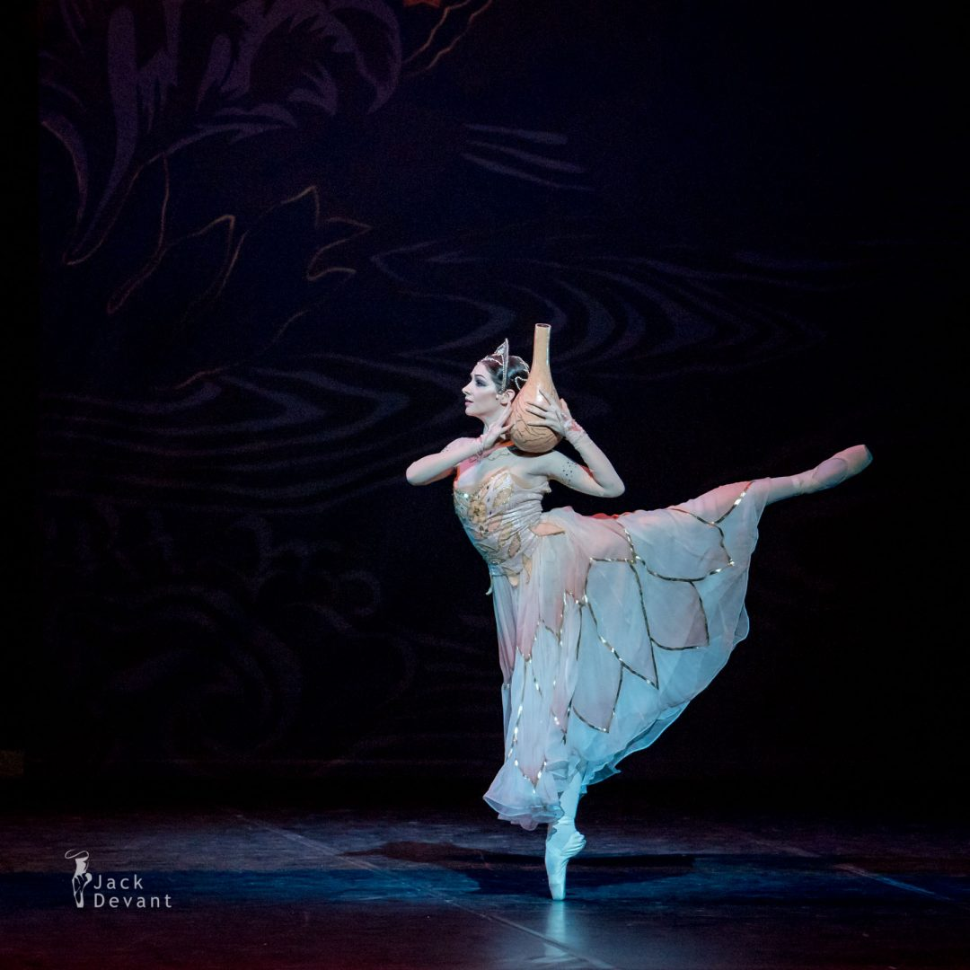Laurretta Summerscales and Sergei Polunin in the Vase scene, La Bayadere