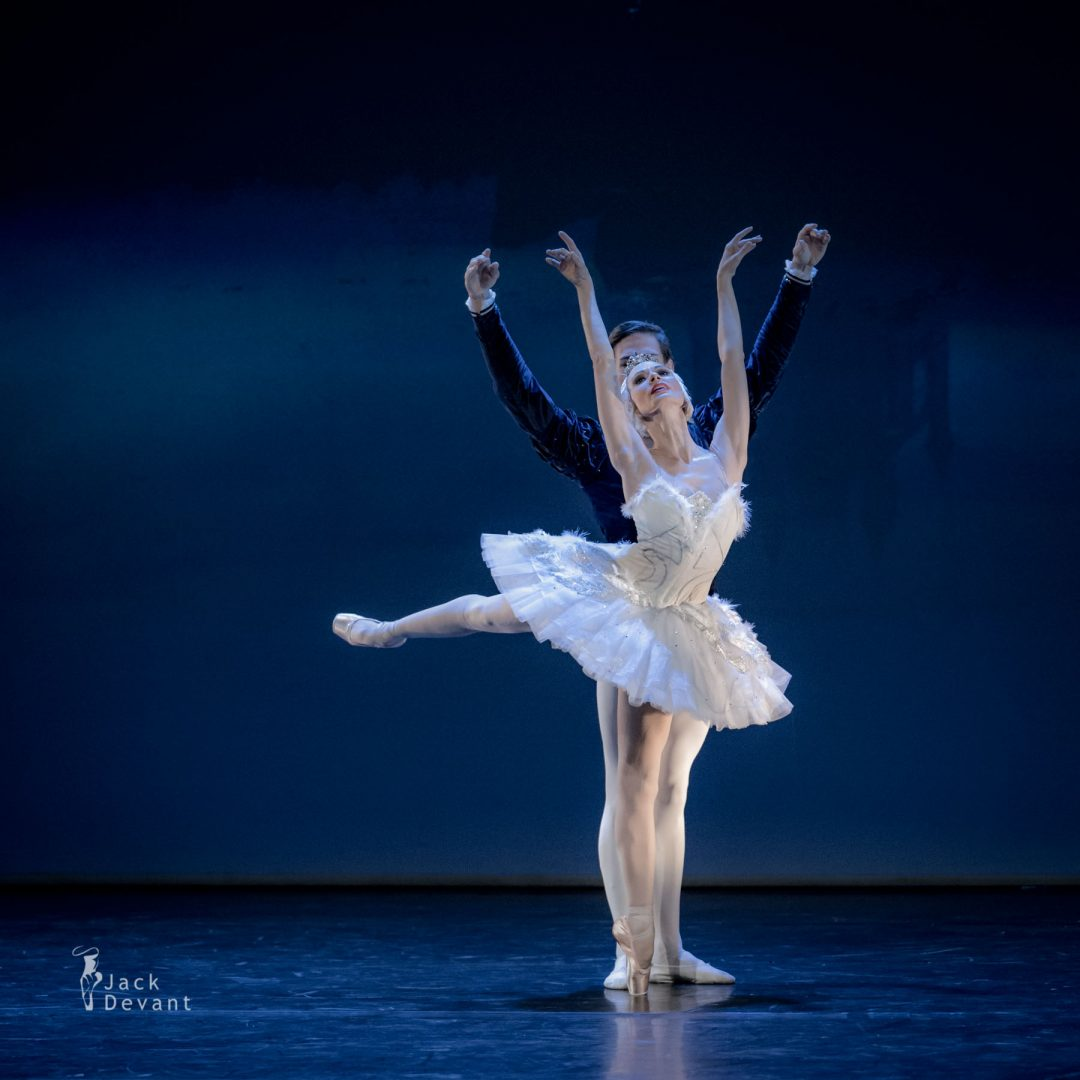 Liudmila Konovalova and Jakob Feyferlik in Swan Lake adagio