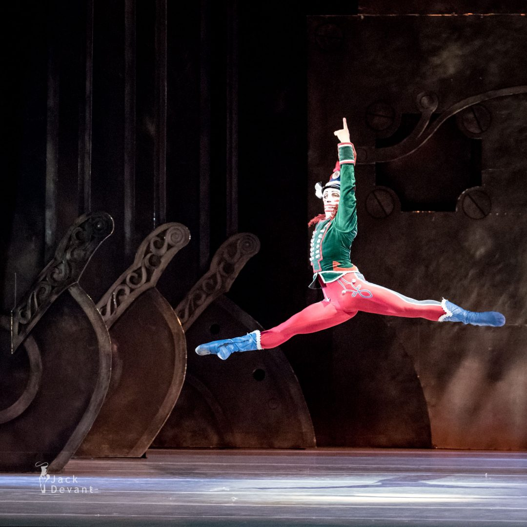 Pavel Koncewoj as the Nutcracker jete