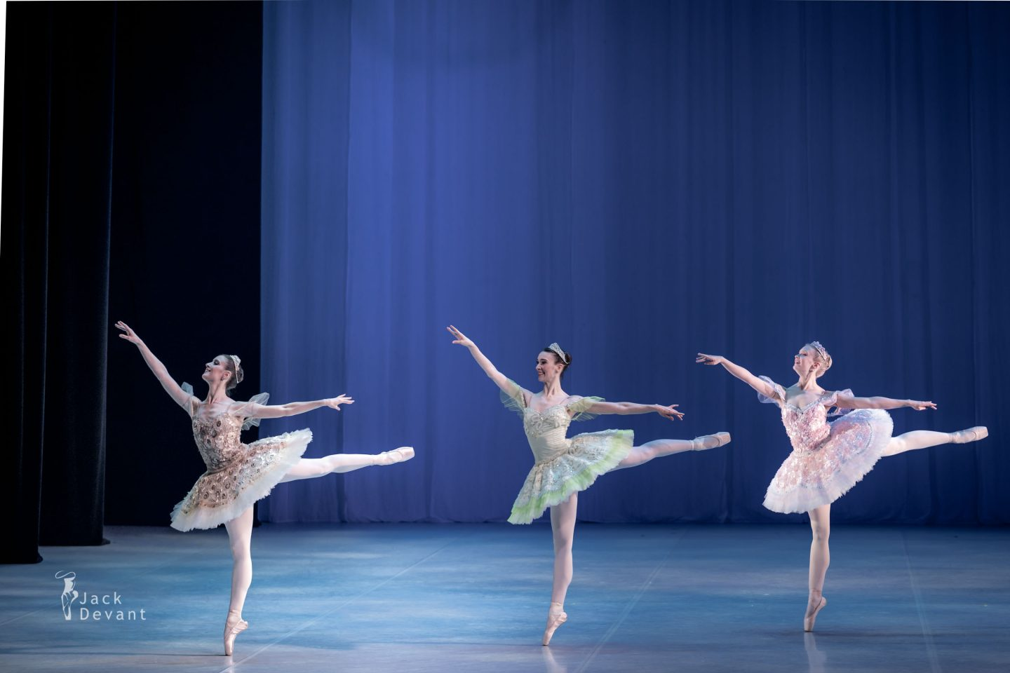 Alexandra Foyen, Laura Quin and Amy Bowring in the pas de cinq 2