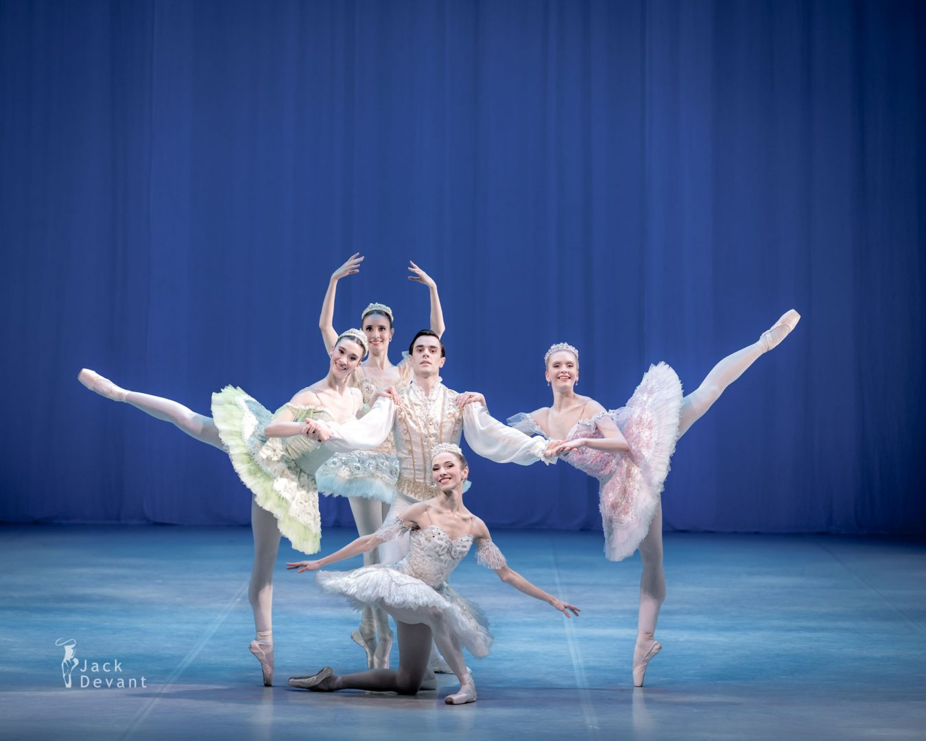 Raminta Rudžionyte, Lawrence Massie, Alexandra Foyen, Laura Quin and Amy Bowring in the pas de cinq vanemuine ballet