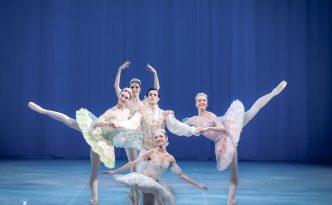 Raminta Rudžionyte, Lawrence Massie, Alexandra Foyen, Laura Quin and Amy Bowring in the pas de cinq