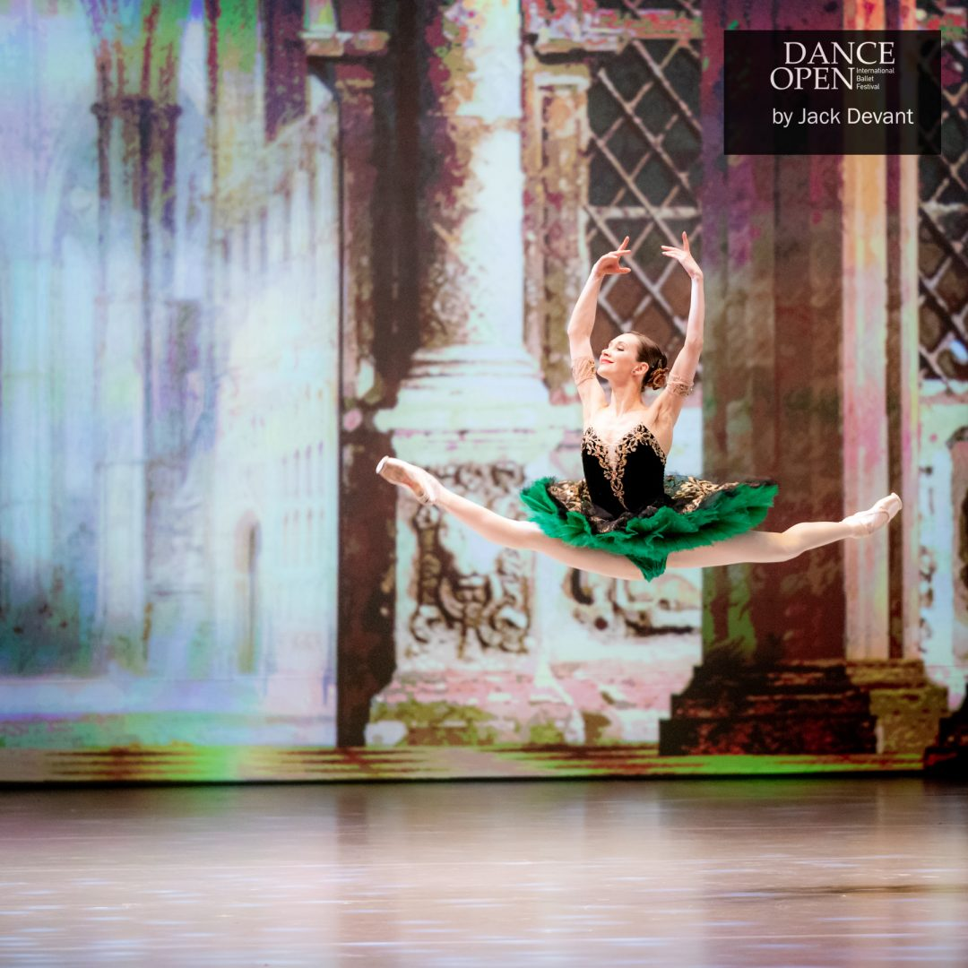 Anna Ol Grand Jete in Esmeralda pdd