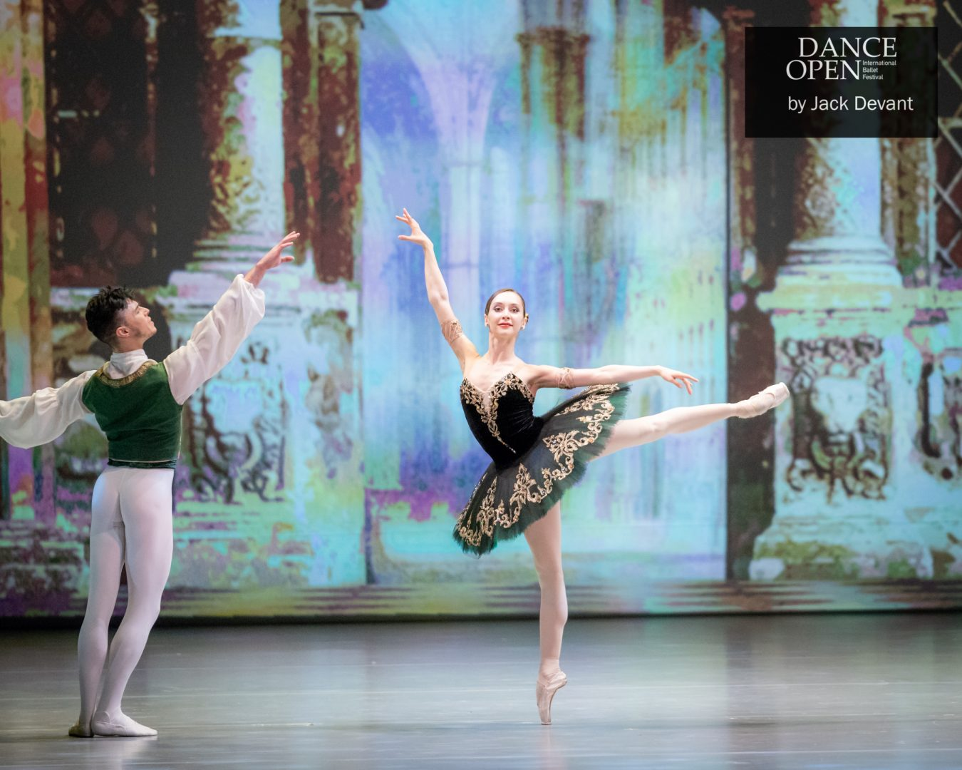 Anna Ol and Joseph Gatti in Esmeralda pdd arabesque