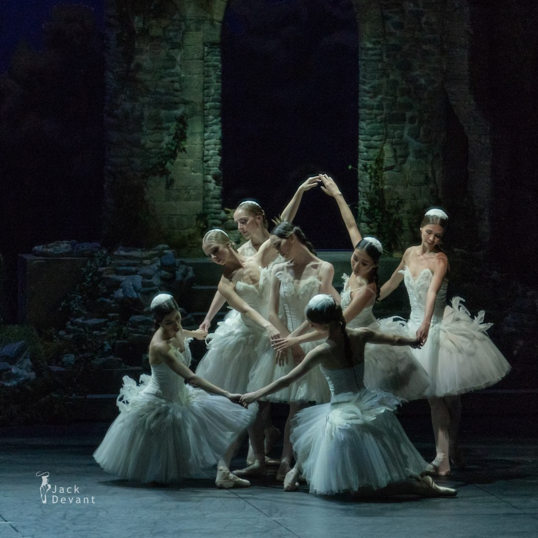 Viktorina Kapitonova and corps de ballet in Swan Lake act 4