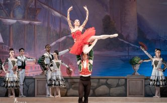 Erina Akatsuka as Kitri and Yuki Kaminaka as Basilio in Don Quixote