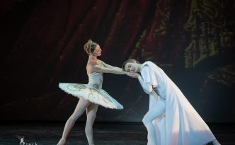 Evgenia Obraztsova and Alexander Volchkov in Raymonda