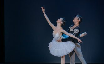 Liudmila Konovalova and Young Gyu Choi in La Bayadere