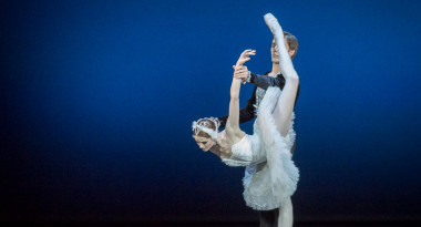 Alena Shkatuna and Maksim Chukaryov in Swan Lake