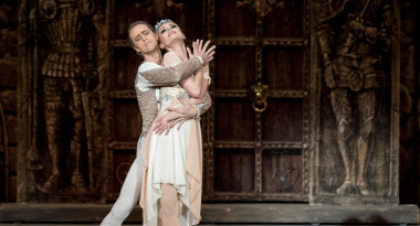 Olga Golitsa as Raymonda, Sergey Sidorsky as jean de Brienne