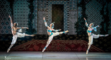 Irina Kosheleva, Svetlana Bednenko and Valeria Zapasnikova as three Odalisques
