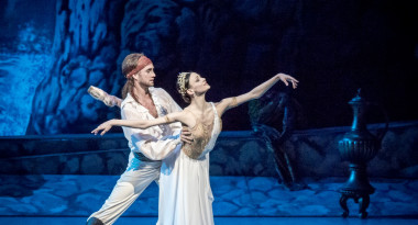 Kristina Shapran and Andrey Kasyanenko in Le Corsaire