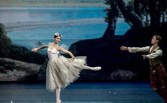 Anna Tikhomirova and Artem Ovcharenko in La Sylphide pdd