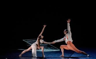 Snow White by Ballet Preljocaj dancers Émilie Lalande and Jean-Charles Jousni