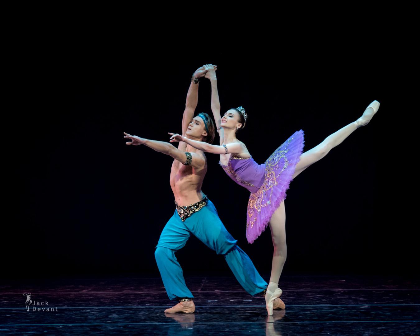 Svetlana Zakharova and Mikhail Lobukhin in Le Corsaire