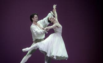 Elena Glurdjidze and Matthew Golding in Manon