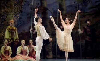 Sara Sancamillo and Stanislao Capissi in Peasant pdd in Giselle