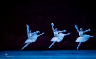 Renata Shakirova, Yekaterina Ivannikova and Xenia Ostreikovskaya as three Shades in La Bayadere