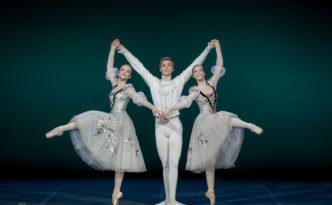 Carolina Sumarok, Karina Laura Leshkin and Taras Titarenko in Swan Lake pas de trois