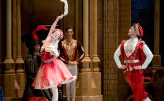Daria Tikhonova and Ivan Poroshin in Russian Dance