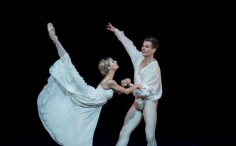 Olga Malinovskaya and Artjom Maksakov in the Balcony pas de deux from Romeo and Juliet