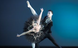 Jin Sung An and Yoo Mi Jung in Swan Lake pdd