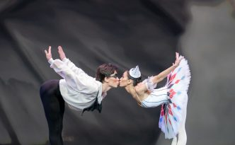 Madina Basbaeva and Yerkin Rakhmatullayev in Les millions d'Arlequin (Harlequinade)