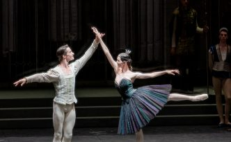 Viktorina Kapitonova and Alexander Jones in Swan Lake act 3 and 4