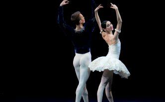 Olesya Novikova and Leonid Sarafanov in Grand Pas Classique
