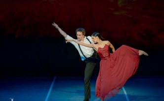 Elisa Carrillo Cabrera and Mikhail Kaniskin in Transparente
