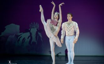 Elisa Badenes and Jason Reilly in Le Grand Pas de Deux